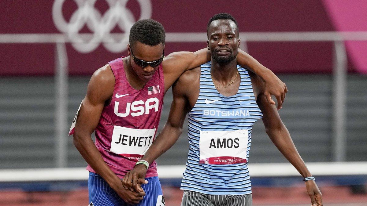 Isaiah Jewett, of the United States, and Nijel Amos, right, of Botswana, shake hands after...