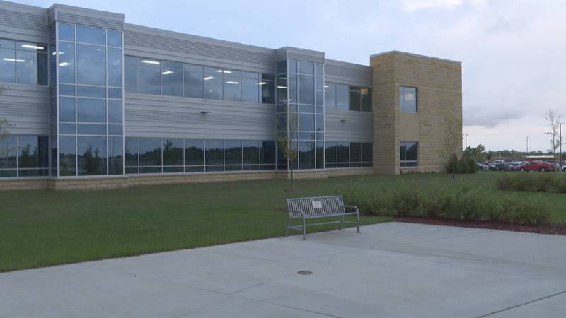 St. Peter School Board amends mask policy